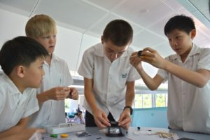 A picture of ESF South Island School students in science class exploring
